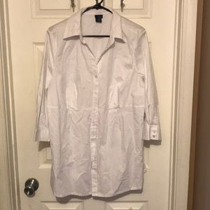 NWT! Flattering white button down tunic Size (1X)